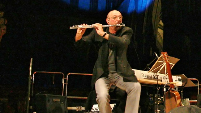 Ian Anderson plays The Christmas Jethro Tull